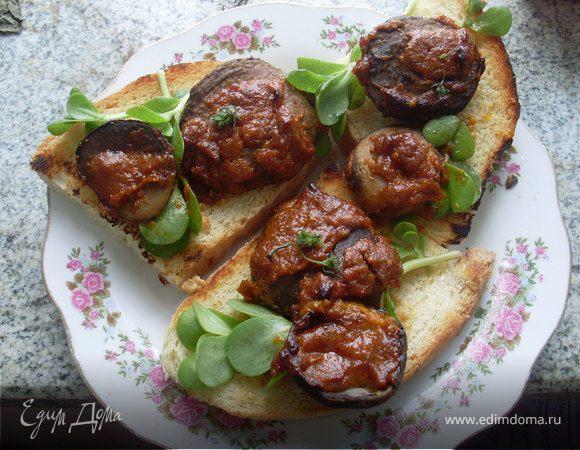 Горячие бутерброды из домашнего хлеба с грибами