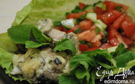 Рецепт Свиные рулетики с моцареллой и базиликом в грибном соусе с томатной сальсой