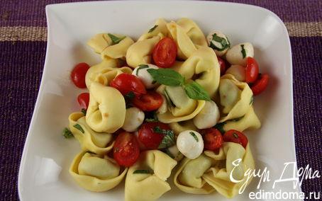 Рецепт Салат из тортеллини с помидорчиками черри и моцареллой