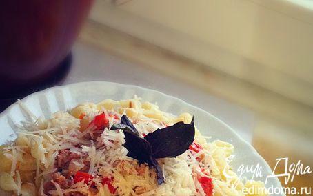 Рецепт Паста с тунцом, помидорчиками и пармезаном