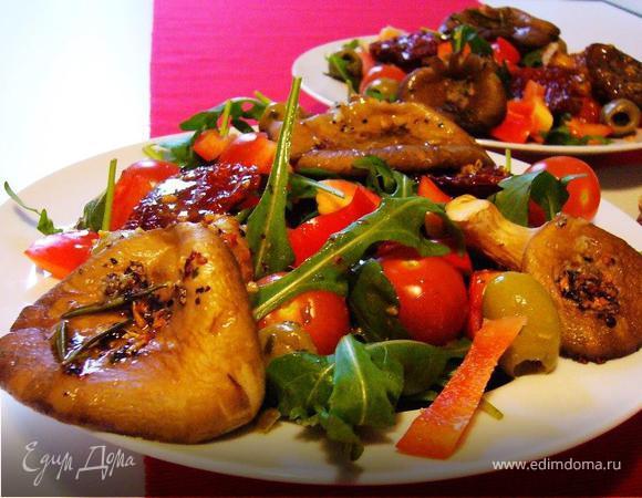 Теплый салат с устричными вешенками и руколой