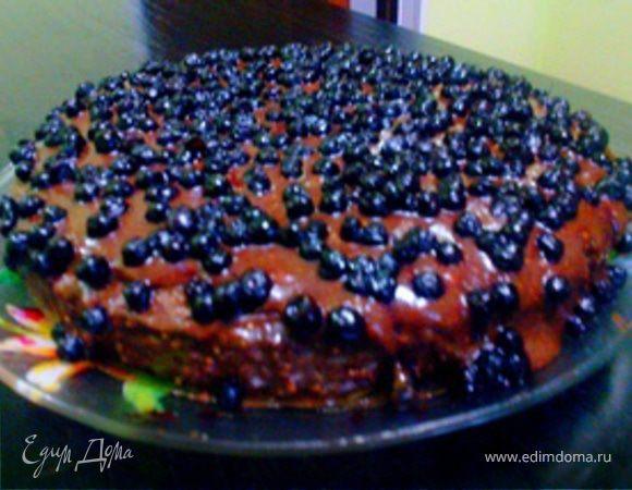 Шоколадный пирог с арахисом и черникой