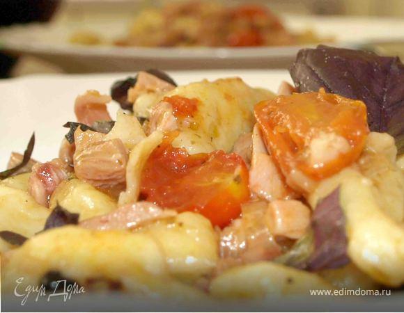 Картофельные ньокки (клецки) с помидорами черри и копченой курицей
