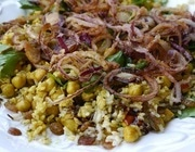Пряный рис с изюмом и травами