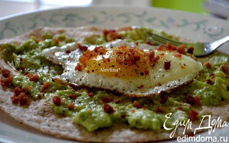 Рецепт Быстрый завтрак с авокадо и яйцом