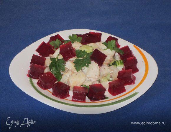 Рыбный салат со свекольным желе