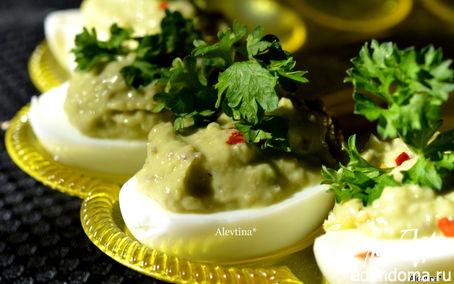 Рецепт Авокадо с анчоусами и яйцом