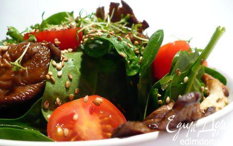 Рецепт Освежающий салат со шпинатом, устричными вешенками и кунжутом