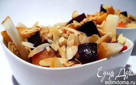 Рецепт Десертный салат из груши со сливами и жареным миндалем
