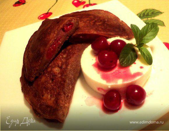 Блинные шоколадные пирожки с вишней