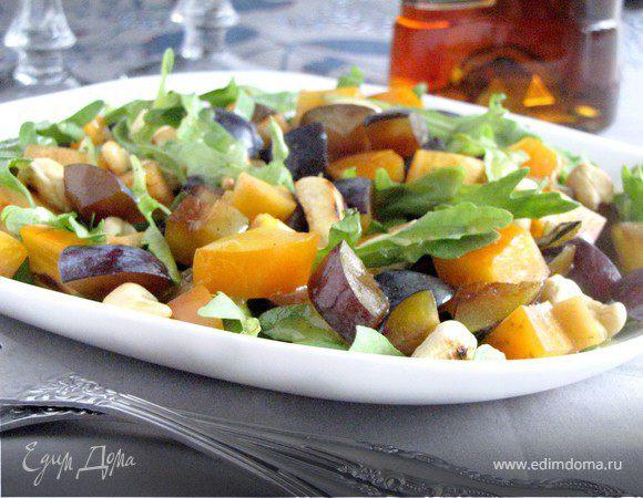 Салат с хурмой и сливами
