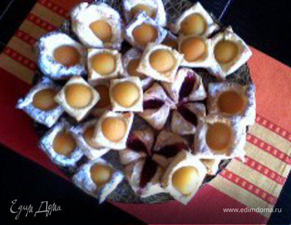 Слойки с персиками