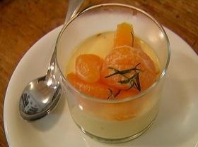 Йогуртовая панна котта с мандариновым соусом