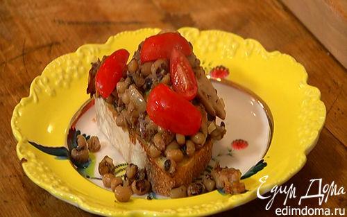 Рецепт Салат из фасоли с грибами, помидорами и тапенадом