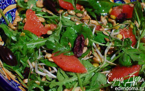 Рецепт Салат с грейпфрутом, орехами и оливками