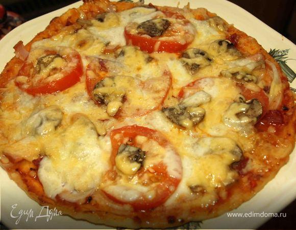 """Пицца """"Три сыра"""" с помидорами"""
