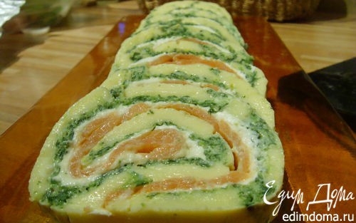 Рецепт Сырный рулет с лососем и шпинатом