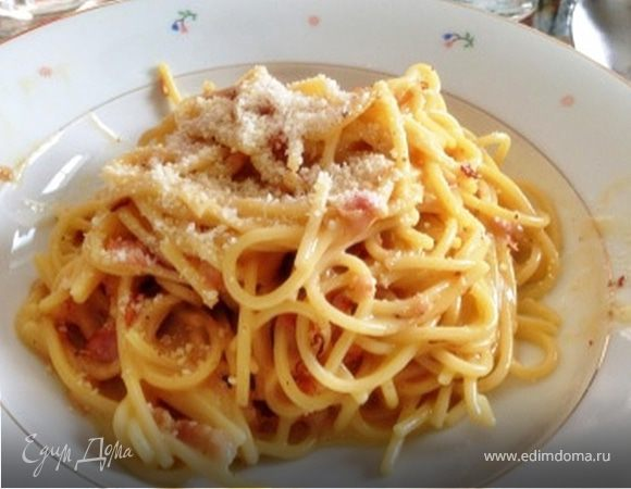 Спагетти с жареным беконом и сырно-яичным соусом