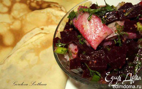 Рецепт Простые блины с салатом из свеклы и селедки