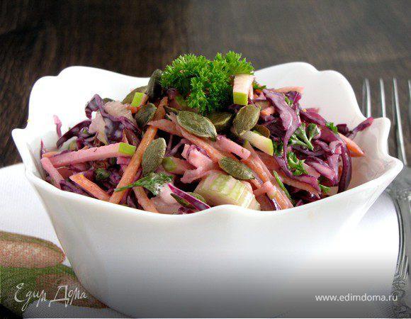 Салат из краснокочанной купусты с тыквенными семечками