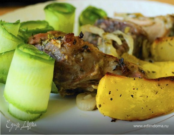 Свинина в нежном лимонном маринаде с картофельным дольками в итальянском стиле