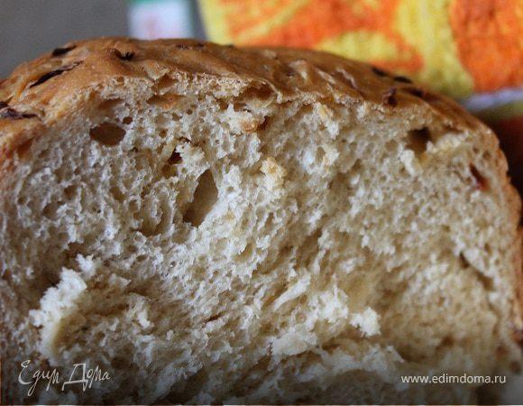 Хлеб с луком и вялеными помидорами