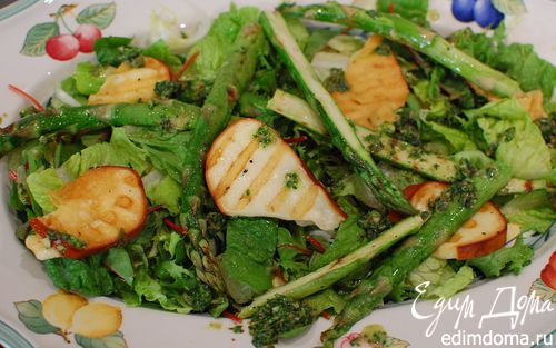 Рецепт Салат со спаржей и жареным сулугуни