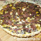 Киш со сладким картофелем, капустой кале и грибами Порсини под карамелизованным луком