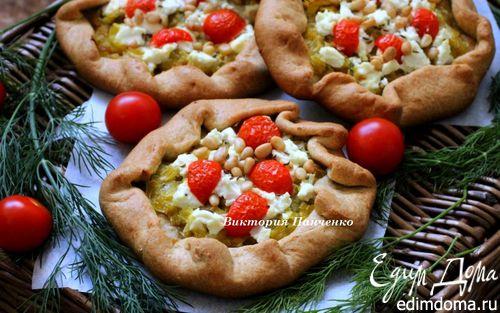 Рецепт Мини-галеты из цельнозерновой муки с луком-пореем, козьим сыром и кедровыми орехами