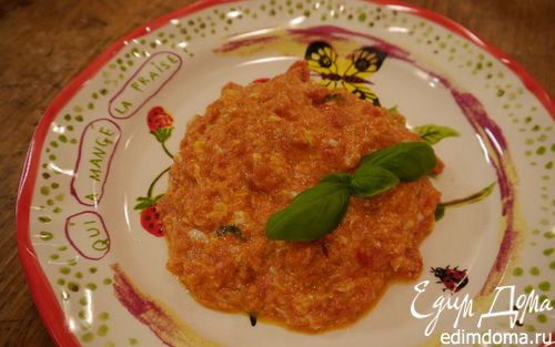Рецепт Яичница-болтунья с помидорами и базиликом