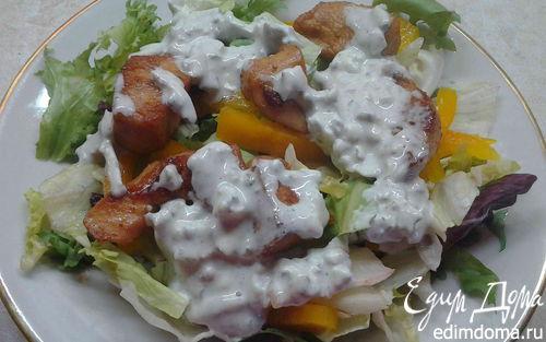 Рецепт Овощной салат с курицей и соусом блю чиз