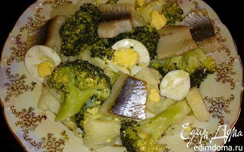 Рецепт Салат с брокколи, сельдью и яйцами
