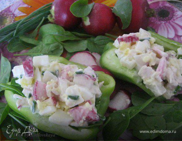 Салат с куриной грудкой, редисом и руколой