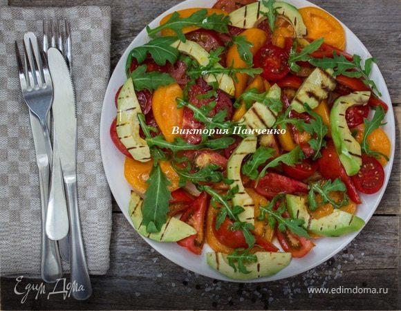 Томатный салат с авокадо-гриль