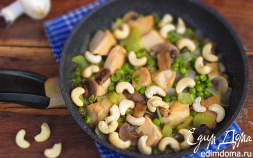 Рецепт Куриная грудка с кешью в соевом соусе