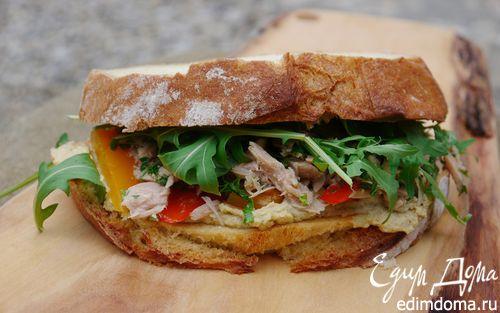Рецепт Бутерброд с тунцом, запеченным перцем и хумусом
