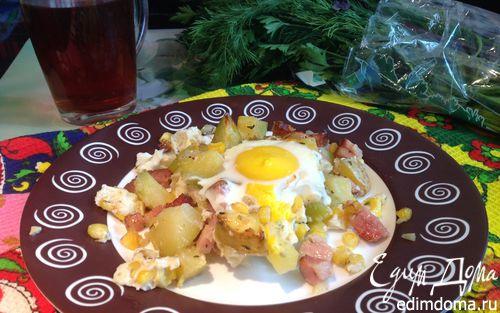 Рецепт Яичница и запеченный картофель с беконом и ароматными травами