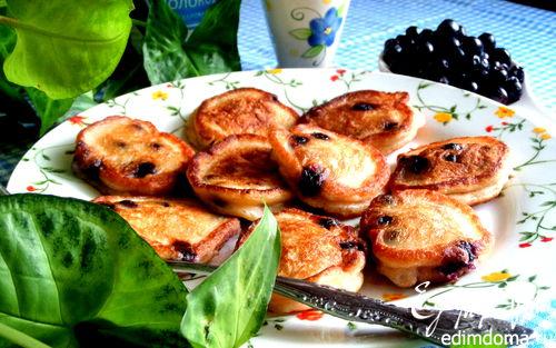 Рецепт Оладьи со свежей черникой на сметане