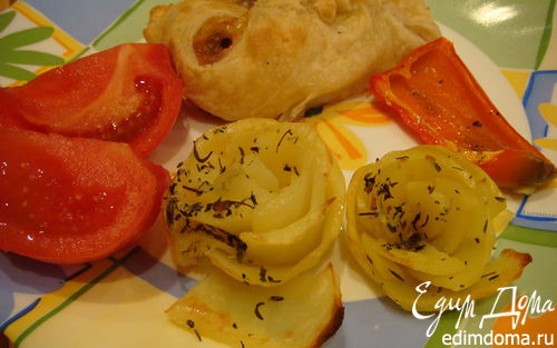 Рецепт Курочка в слоеном тесте с картофельными розами