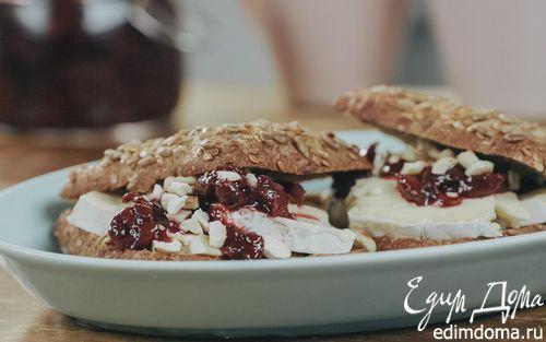 Рецепт Шведские хлебцы с сыром бри и вишневым вареньем