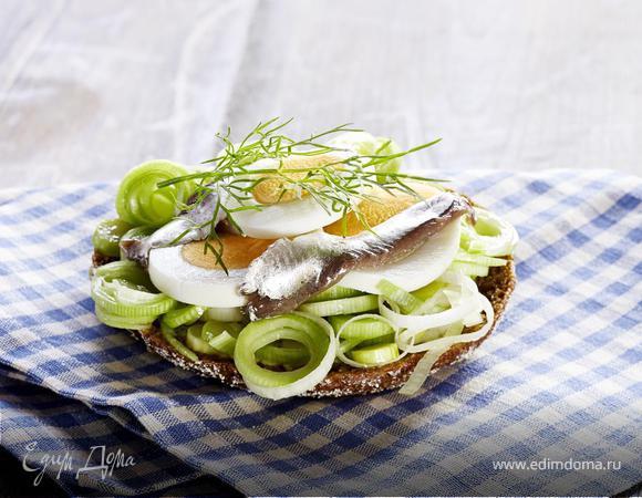 Сэндвич с анчоусом и яйцом