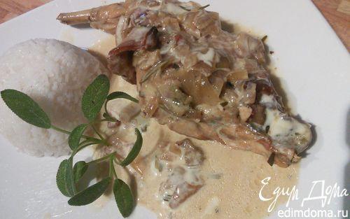 Рецепт Кролик, тушенный с белыми грибами в сырном соусе