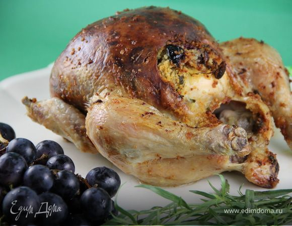 Курица, фаршированная виноградом и ароматными травами