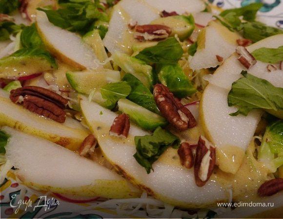 Хрустящий капустный салат с грушей и орехами