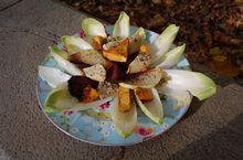 Салат с тыквой и свеклой на листьях цикория