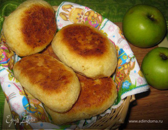 Картофельные пирожки с яблоками