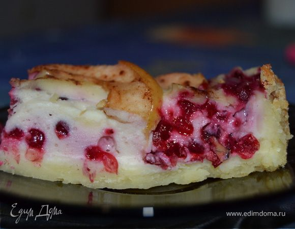 Брусничный пирог с яблоками