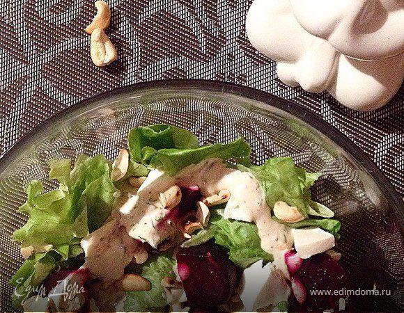 Салат из печеной свеклы с орехами и зеленью