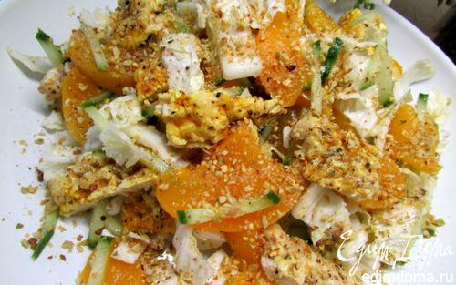 Рецепт Куриный салат с персиками и фисташками