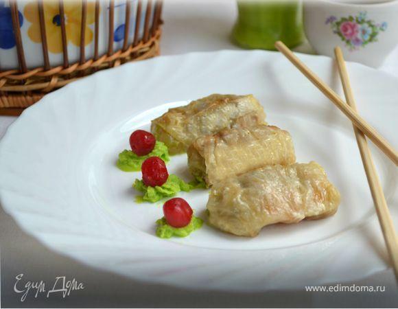 Голубцы из пекинской капусты очень нежные и вкусные, а процесс их приготовления занимает крайне мало времени. Начинка может быть любой, начиная от овощей с грибами, заканчивая перловкой, чечевицей - кто что любит.